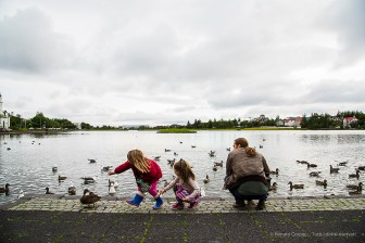 Children feeding the birds on Reykjavic Tjörnin (Pond). Nikon D810, 28.0mm (24-120.0mm ƒ/4.0) 1/250 sec ƒ/8 ISO 400