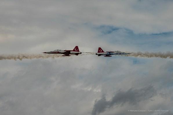Two F5 fighters of the Turk Yildizlari (Stars) crossing in front of the tribune. Nikon D810, 116 mm (80-400.0 mm ƒ/4.5-5.6) 1/1600 sec ƒ/8 ISO 800