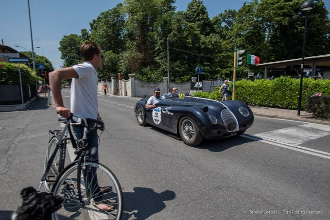 "Doriano Giambarda and Severino Arici on a 1951 JAGUAR XK 120 SPECIAL. Nikon D810, 20 mm (20.0mm ƒ/1.8) ) 1/680"" ƒ/4 ISO 64"