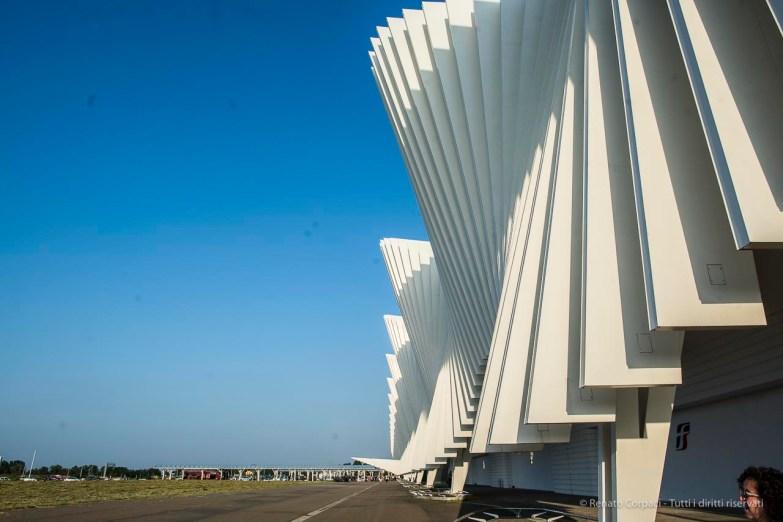 """Santiago Calatrava. Reggio Emilia, Stazione AV Mediopadana. Nikon D810, 24 mm (24 mm ƒ/1.4) 1/320"""" ƒ/8 ISO 64"""