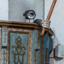 """Un curioso dettaglio: una mano sporge dal pulpito brandendo un crocifisso. Nikon D810, 85 mm (85 mm ƒ/1.4) 6,0"""" ƒ/9 ISO 64 (dettaglio)"""