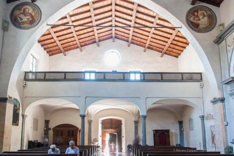 """La navata verso il portale con il loggiato sovrastante il nartece. Nikon D810, 24 mm (24-120 mm ƒ/4) 6,0"""" ƒ/9 ISO 64"""