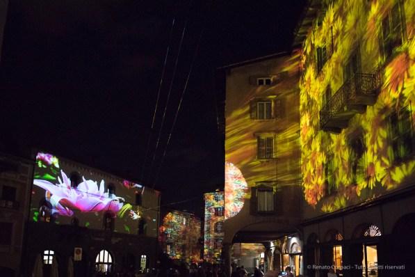 """Light and Sound. Bergamo Alta, Piazza Mercato delle Scarpe. Annual Kermesse «I Maestri Del Paesaggio» 2016. Nikon D810, 20 mm (20 mm ƒ/1.8) 1/200"""" ƒ/1.8 ISO 12800"""