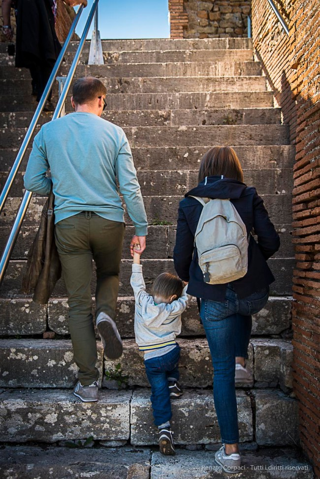 On the steps carrying to the upper level of the roman amphitheatre in Ostia Antica. Nikon D810, 35 mm (35.0 mm ƒ/2) 1/200 ƒ/8 ISO 2800
