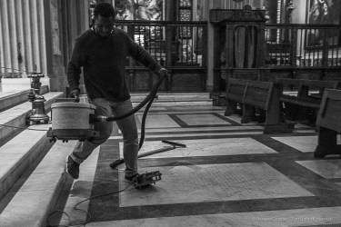 A janitor vacouming the floor in the Chiesa dei Capuccini at Santa Maria Immacolata in via Veneto. Nikon D810, 35 mm (35.0 mm ƒ/2) 1/160 ƒ/4 ISO 12800
