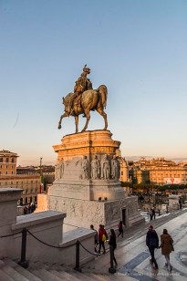 Equestrian monument to Vittorio Emanuele II at the Vittoriano. Nikon D810, 24 mm (24-120.0 mm ƒ/4) 1/200 ƒ/13 ISO 1250
