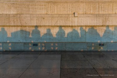 Shadows of the visitors attending the rite of sunset on the Vittoriano facing Piazza del Campidoglio. Nikon D810, 24 mm (24-120.0 mm ƒ/4) 1/200 ƒ/13 ISO 720