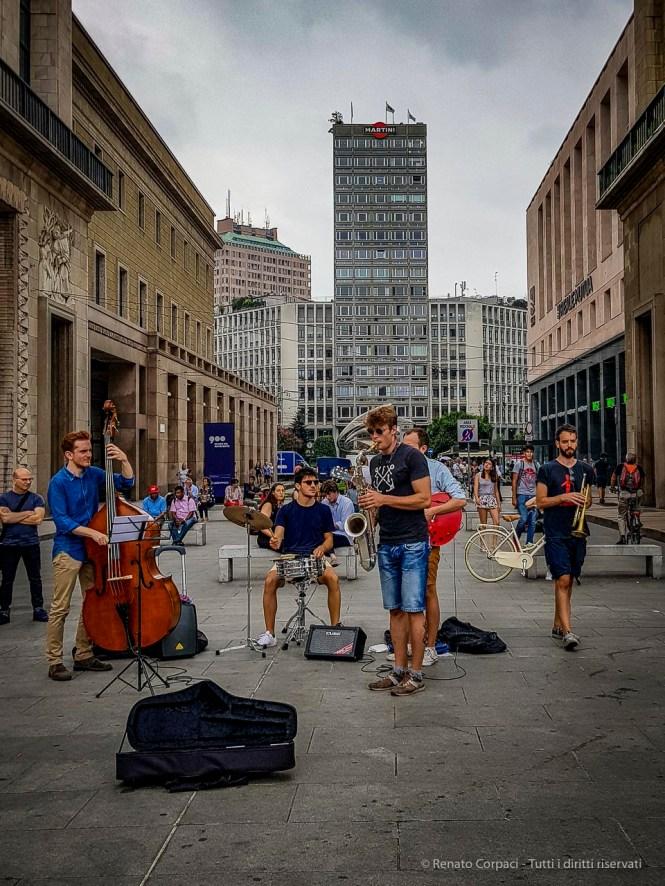 "Street musicians. Piazza Duomo, Milano, July 2018. Samsung Galaxy S8+ rear camera, 4.2 mm, 1/2500"" ƒ/1.7 ISO 40"