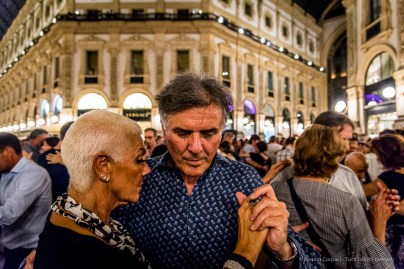 An evening of Tango in the Milano, Galleria Vittorio Emanuele II, June 2018. Nikon D810, 24 mm (24-120 mm ƒ/4) 1/125 mm ƒ/4 ISO 8000