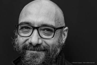 "Flavio Arensi, critico d'arte - curatore di mostre. Piacenza, Ottobre 2020. Nikon D810, 85 mm (85 mm ƒ/1.4) 1/125"" ƒ/1..4 ISO 360"