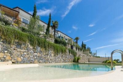 Foto della piscina della villa ad Alassio