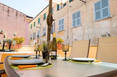 Foto di dettagli della terrazza di un appartamento a Sanremo