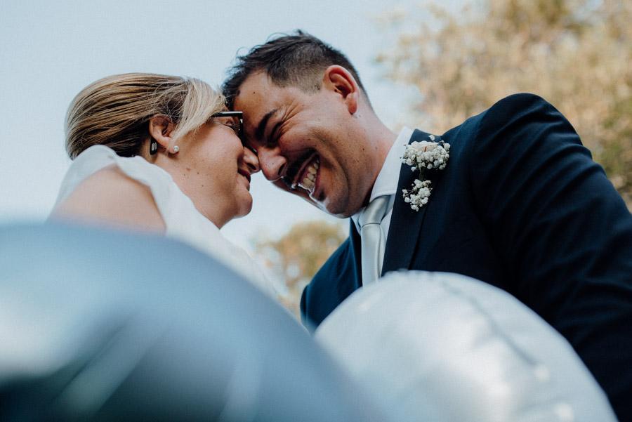 fotografia di intesa tra sposi