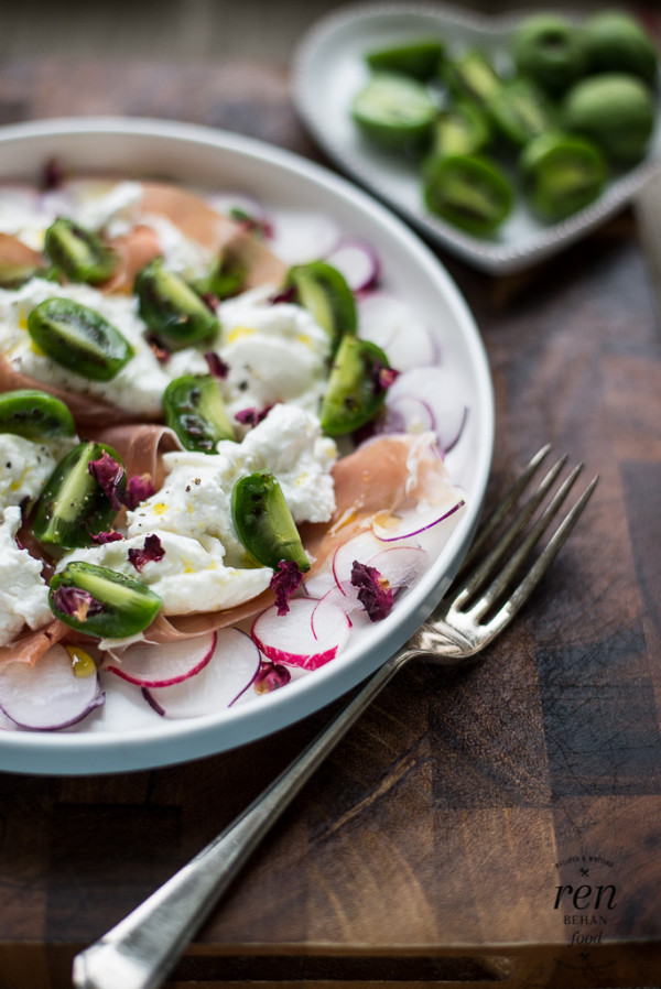 Nergi Kiwiberries with Burrata Salad