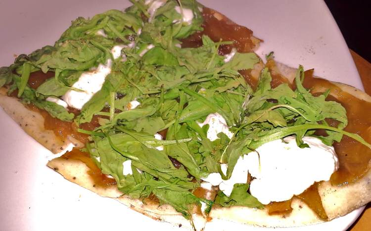 Pita with arugula, caramelized onions and melted feta