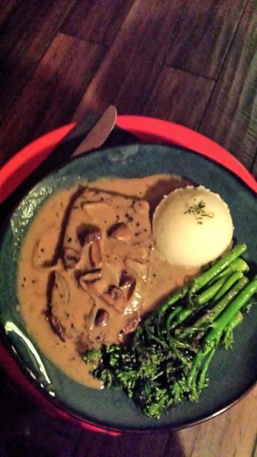 Rendezvous En New York, Urban Vegan Kitchen, Seitan Steak with Peppercorn Sauce and broccolini