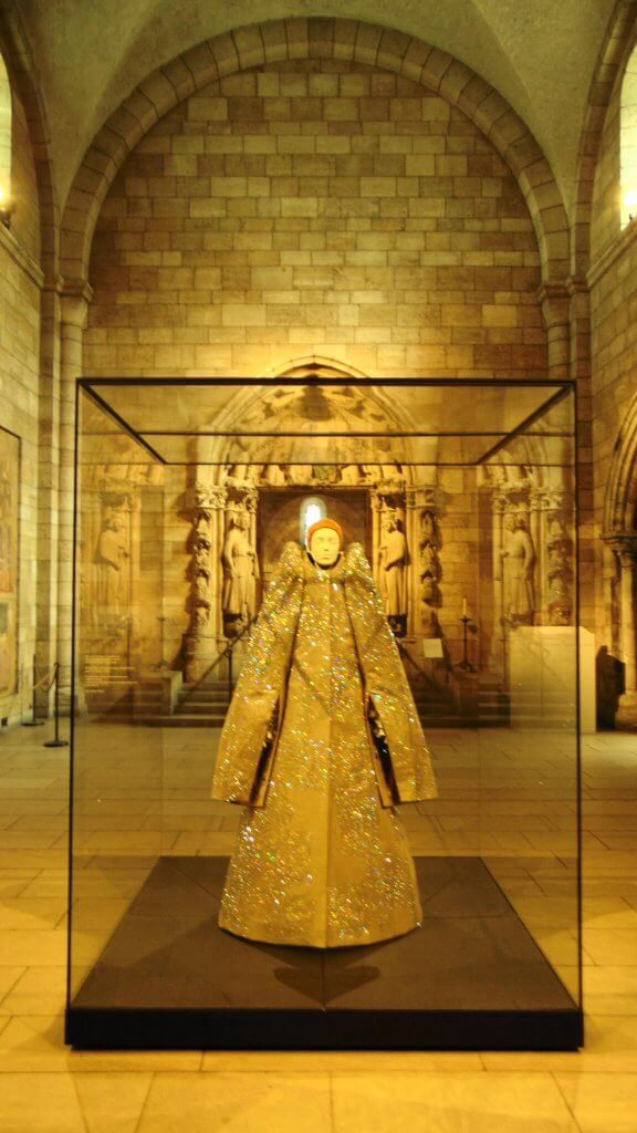 Heavenly Bodies at the Met Cloisters , Rendezvous En New York