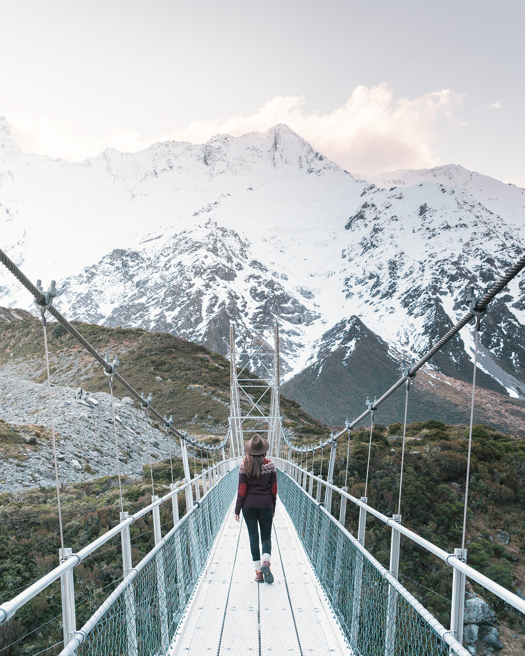 12 MUST SEE PLACES ON THE SOUTH ISLAND OF NEW ZEALAND - HOOKER VALLEY TRACK SWING BRIDGE MT COOK