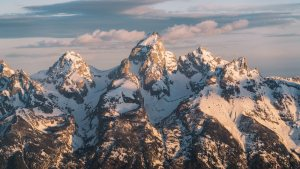 Unforgettable-Scenic-Flight-Over-Grand-Teton-&-Yellowstone-National-Parks-Renee-Roaming-Banner