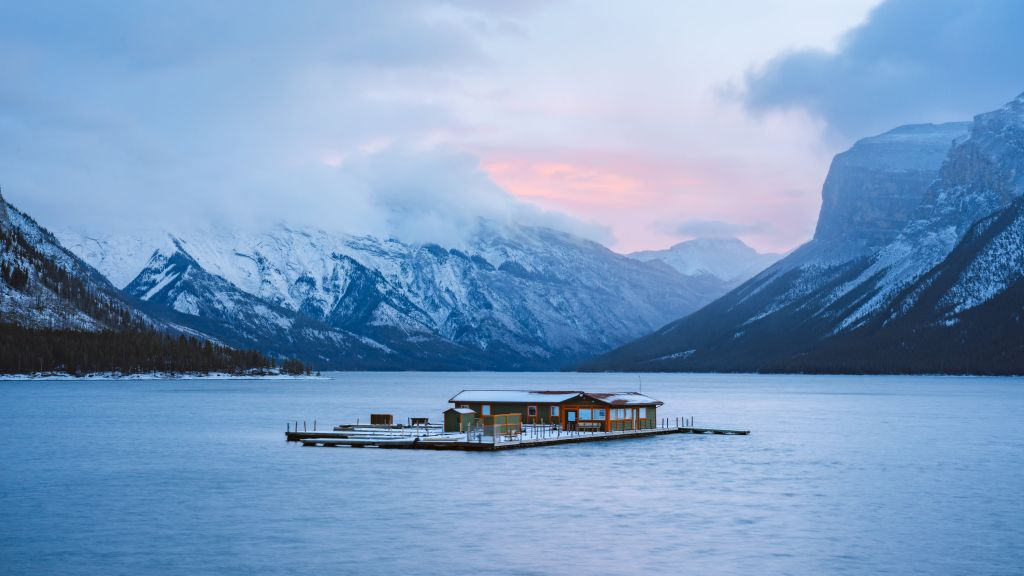 Planning a Trip to Banff in Winter - Lake Minnewanka Renee Roaming BANNER