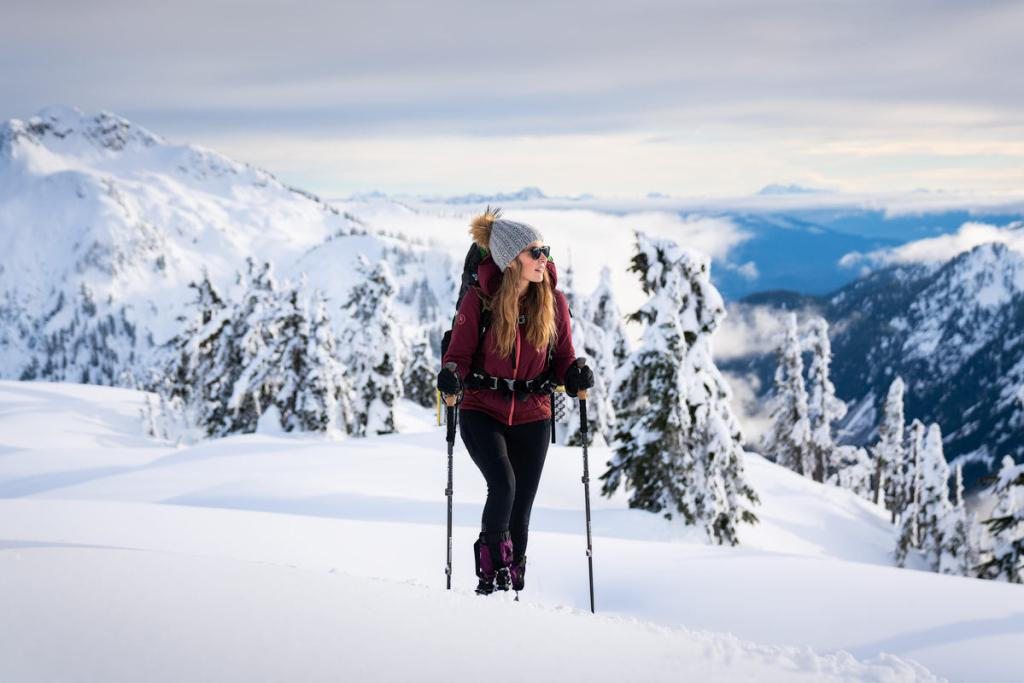 Snowshoe to Artist Point - Hiking on the ridge