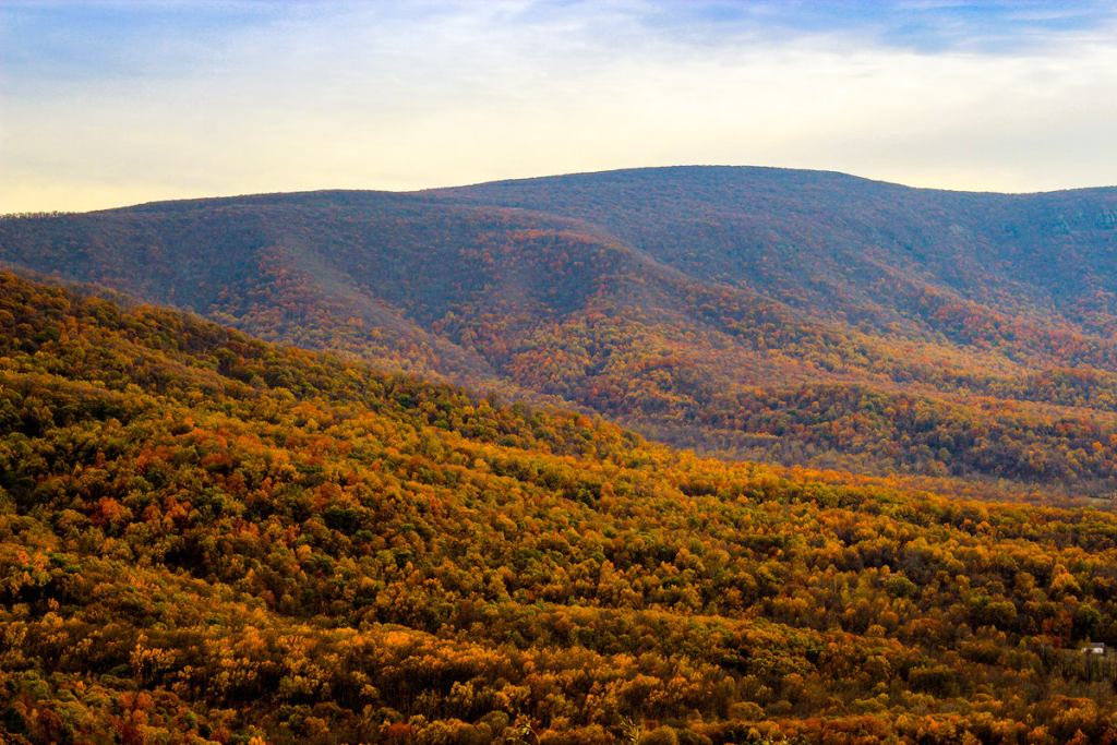 12 Best National Parks To Visit In The Fall - Shenandoah National Park Blue Ridge Parkway
