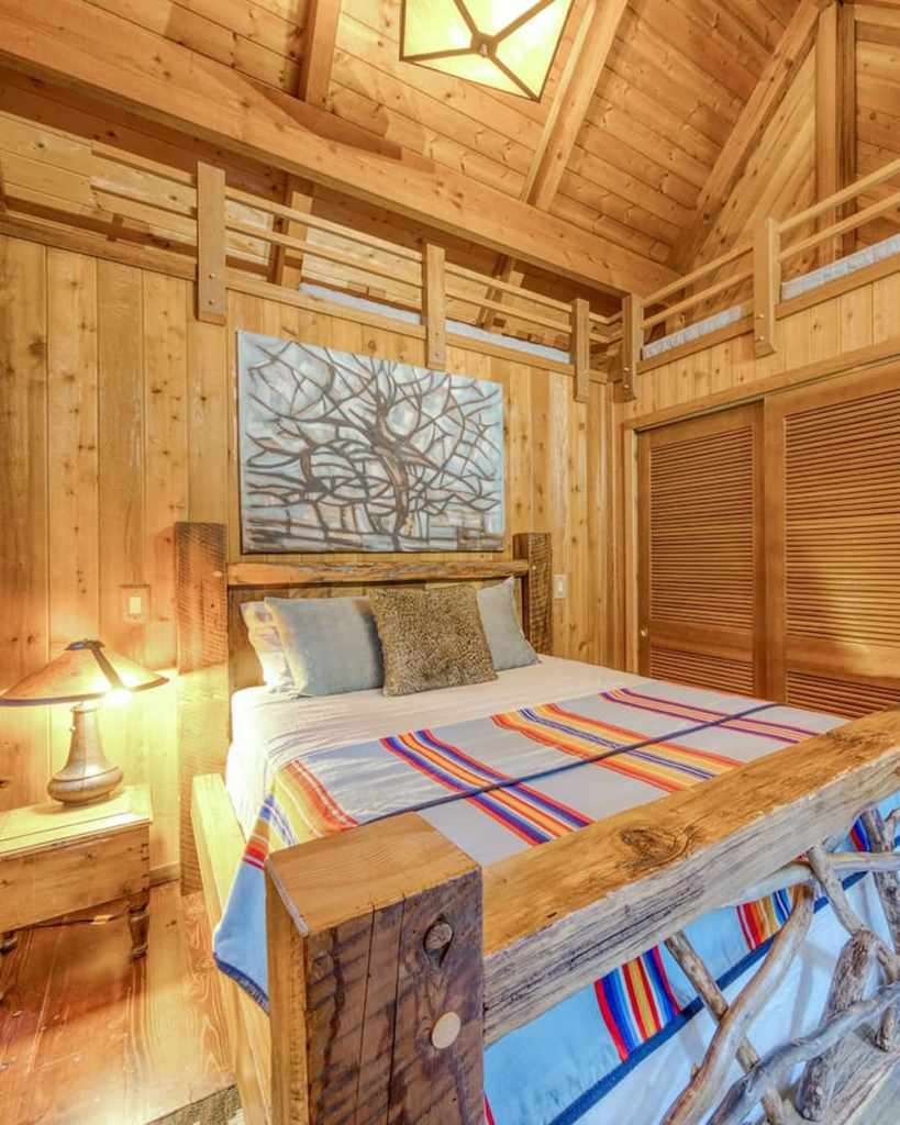 Cozy Oregon Cabin to Rent in the Mountains - Sycamore Lodge