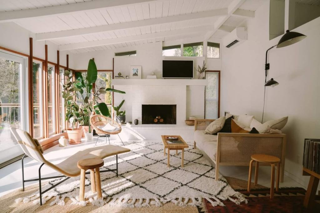 Dreamy Oregon Cabin You Can Rent - Mid Century Riverfront-Cabin