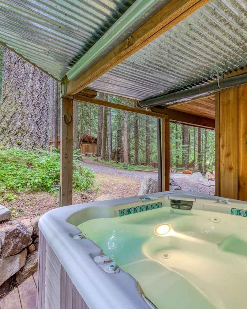 Dreamy Oregon Cabin to Rent in the Mountains - Sycamore Lodge