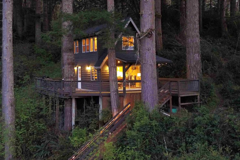 Oregon Treehouse to Rent - Cabin In The Trees