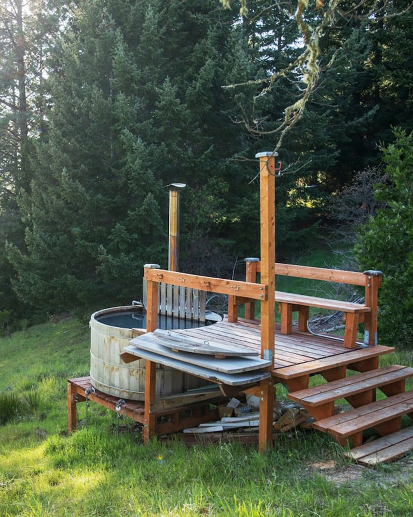 Treehouse You Can Rent In Oregon - Summit Prairie Lookout Tower Hot Tub