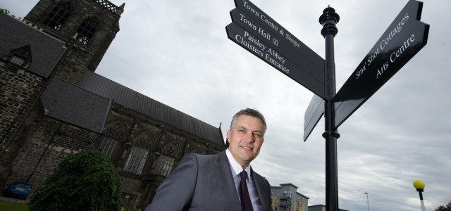 Renfrewshire Council Leader reckons new signs point the way for Paisley