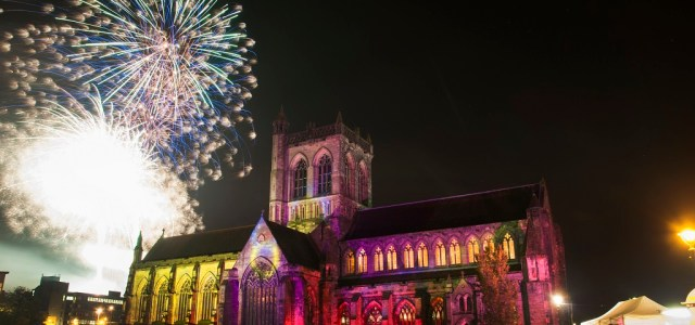 Paisley fireworks light up Paisley Abbey