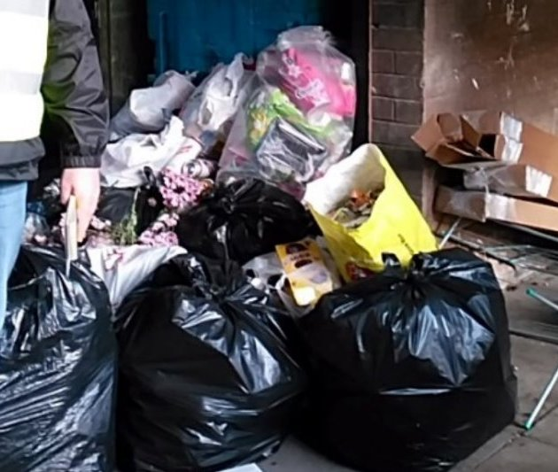 Councillor Mylet calls for action over rubbish in Wardrop Street
