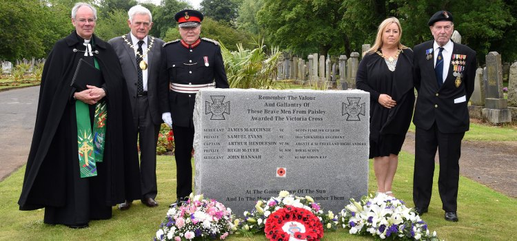 Hundreds turn out to pay tribute to our Armed Forces