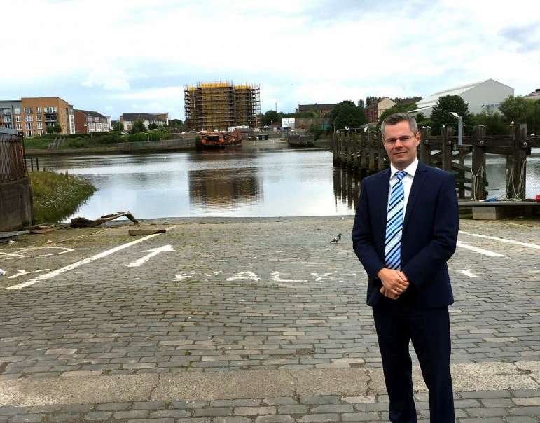 MSP Derek Mackay demands action after Renfrew ferry service appears to have stopped running