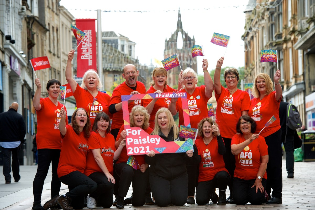 Choir from current UK City of Culture host city Hull put on show of support for Paisley 2021