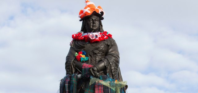 Queen Victoria 'not amused' as a handful of Paisley's statues are Yarn Bombed