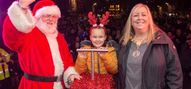 Thousands turn out to see Renfrew's new Christmas lights