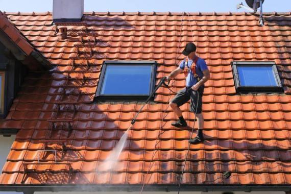 3 points à connaître sur le démoussage de toitures