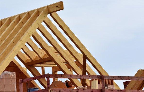 Surélévation ou rehausse de toiture : quelle option choisir ?