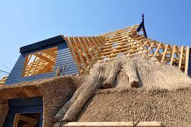 3 points à découvrir sur l'entretien de toiture en chaume