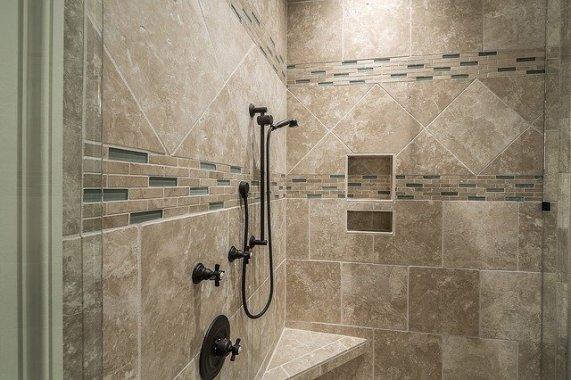 Salle de bain pour PMR: quel revêtement pour le sol?
