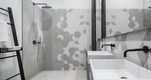 https www renovationettravaux fr comment amenager salle de bain tout en longueur