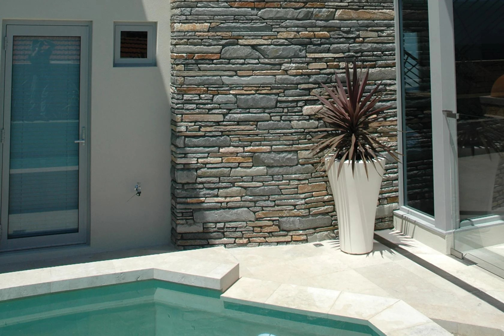5 feature wall ideas to reinvent your room! on Backyard Feature Walls  id=97355