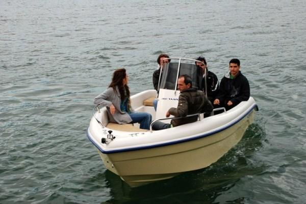 hire a boat santorini