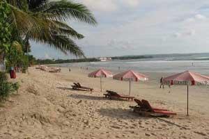 Pantai Legian Bali 300x200 Tempat Wisata Di Bali