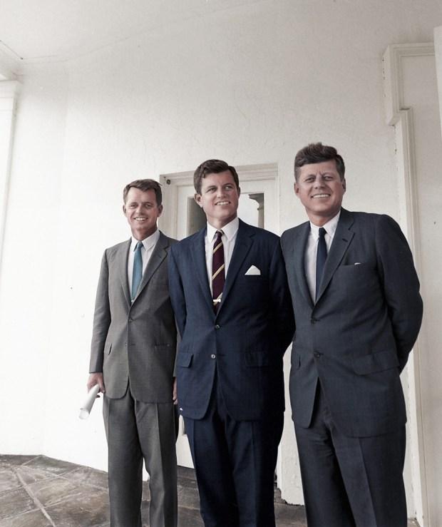 Trije Kennedyji pred Ovalno pisarno, 29. oktober, 1963 (foto: BenAfleckIsAnOkActor/Reddit)
