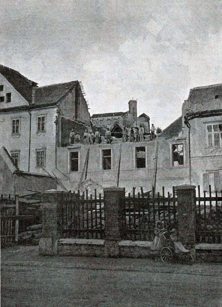 1895 - Vegova ulica po potresu, v ozadju Ljubljanski grad