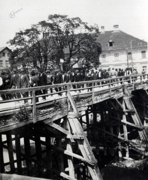 1914 - mobilizacija mladih Ljubljančanov kmalu po začetku prve svetovne vojne.